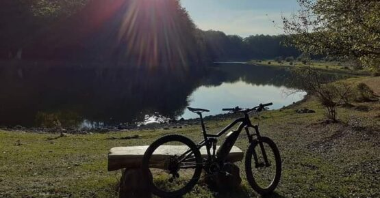 Lago e mountain bike